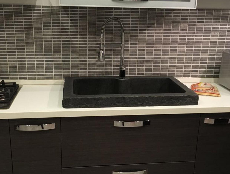 cucina e lavello in pietra lavica